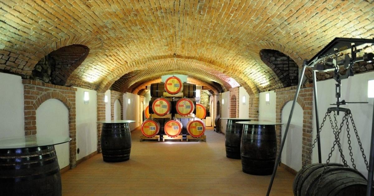 """A casa Gualco la """"Distilleria è aperta""""."""